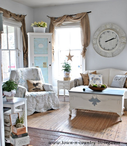 Country decorating ideas include classic blue and white colors