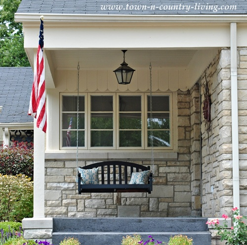 Easy ways to create curb appeal live creatively inspired for Easy porch swing