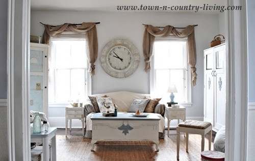 Country Decorating Style In A Farmhouse Family Room Live Creatively