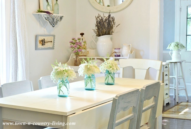 Summer decorating with simple flower arrangements live