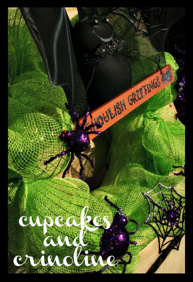 Halloween-Wreath-Cupcakes-and-Crinoline-side