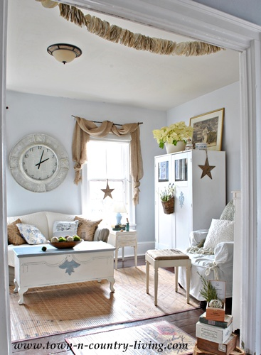 Country White And Blue Decor Living Room
